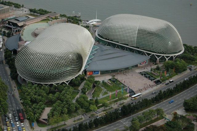 Театры Эспланада (Esplanade – Theatres on the Bay)